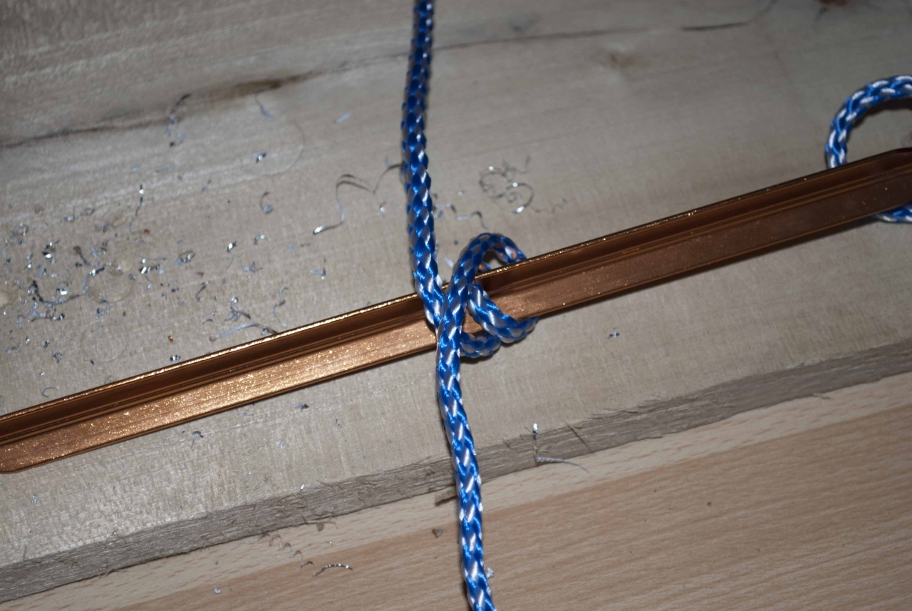 make a square knot ( //.animatedknots.com/reef/in...matedknots.com ) & DIY winter tent/hammock stakes